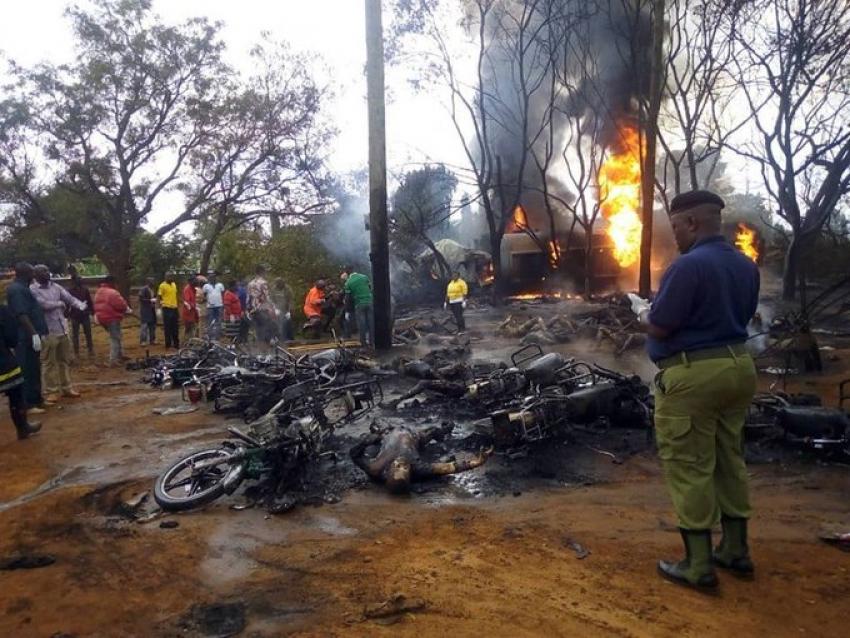 ارتفاع عدد ضحايا انفجار سيارة نقل وقود بتنزانيا الى 60 قتيلا و70 مصابا