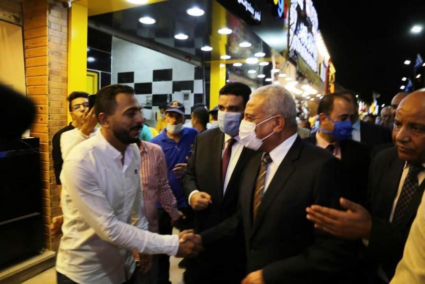 صقر يفتتح محلات شباب السويس والمنطقة الترفيهية علي الكورنيش والممشي الجديد