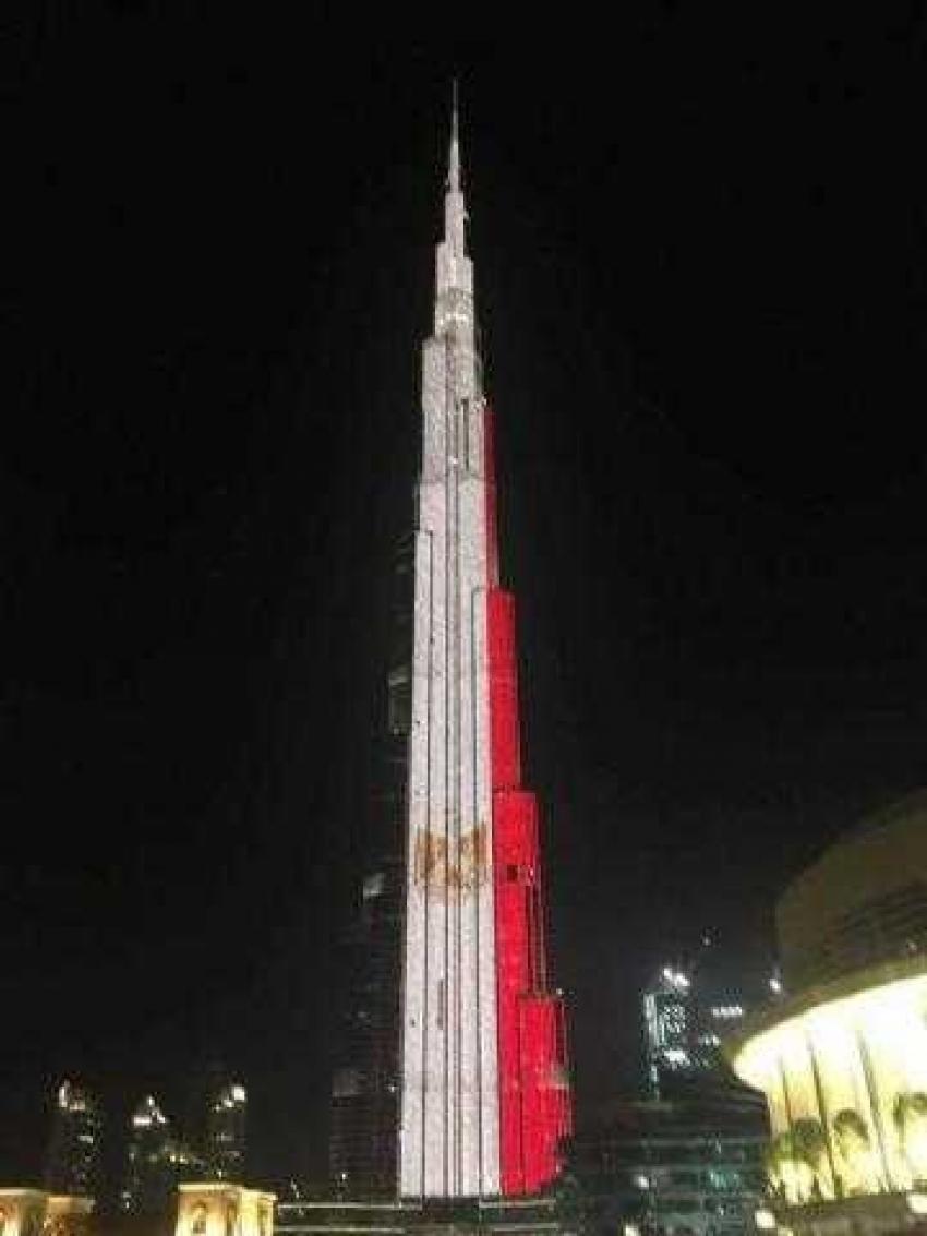 علم مصر على برج خليفة احتفالا بأكبر قافلة مساعدات على مستوى العالم