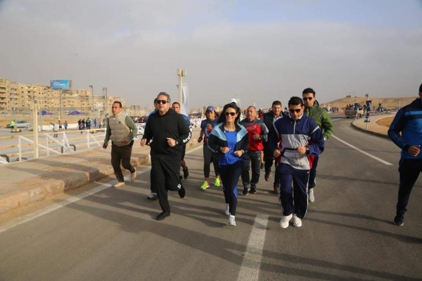 وزراء الرياضة والسياحة والاثار يشاركون في مارثون الاهرام الدولي  في نسخته الاولى