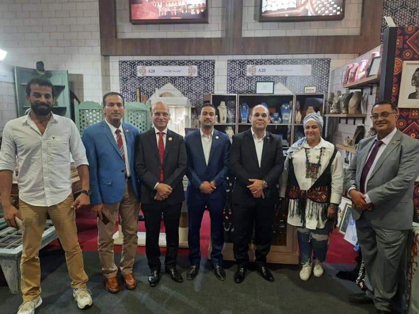 خشانة وعبده وشوشة والكرماوي يزورون معرض تراثنا لدعم شباب السويس المشاركين