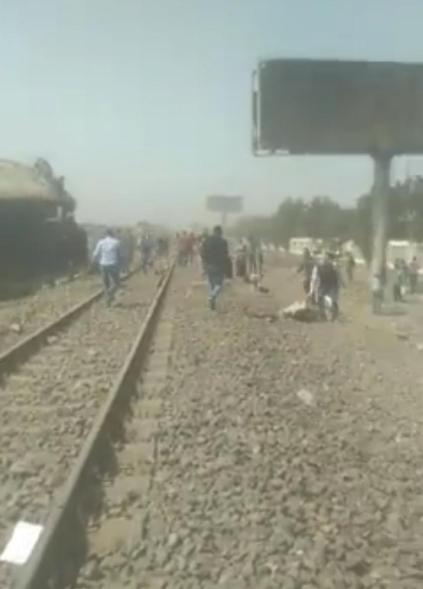 بالفيديو: انقلاب قطار بين طوخ وبنها