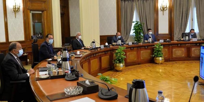 رئيس الوزراء يتابع الموقف التنفيذي للشبكة الوطنية للطوارئ والسلامة بحضور محافظ السويس ونائبه
