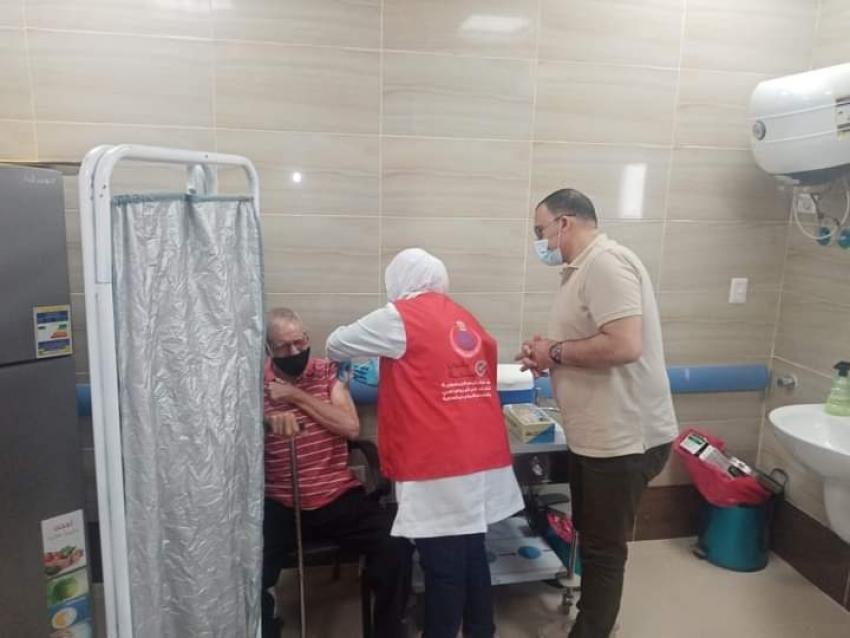 الحفناوي يتابع سير العمل بمركز مبارك للمصل واللقاح ويتفقد اراء المواطنين عن الخدمات المقدمة  بعد افتتاح مركزآ جديدآ للتطعيم