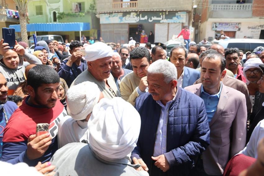 محافظ السويس يتابع سير الاستفتاء بلجنة مركز طبي شروق ومدرسة الشهيد ابوزيد بكبريت