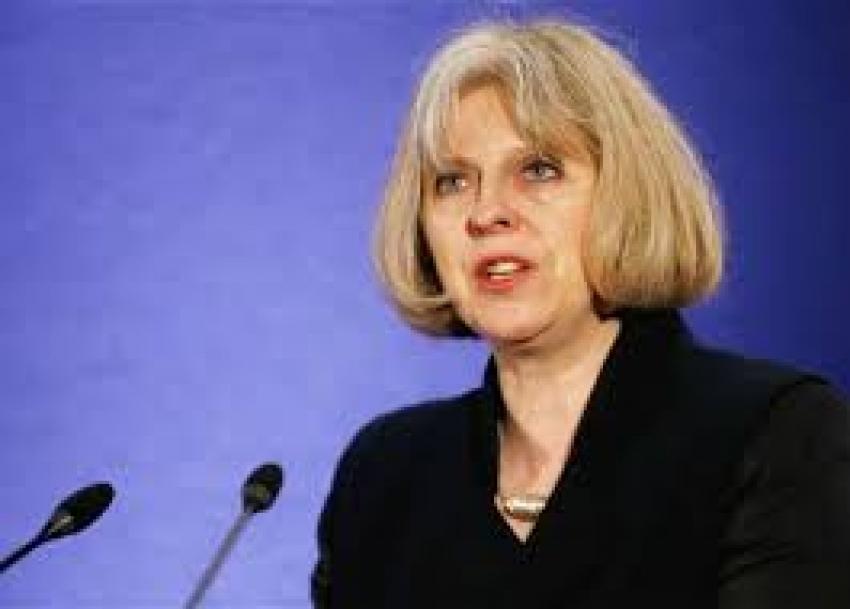 تقرير: حليفان لرئيسة الوزراء البريطانية يعدان لاستفتاء ثان