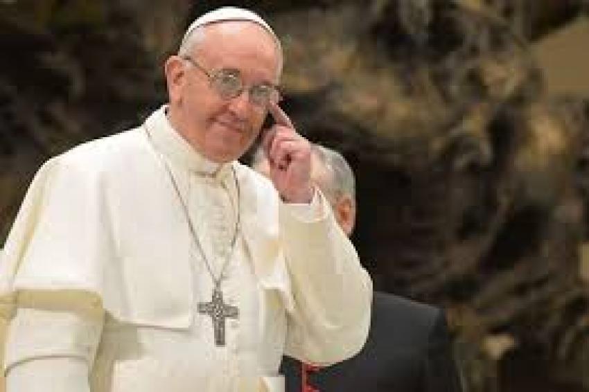 بابا الفاتيكان: تعهده بتطهير الكنيسة الكاثوليكية من القساوسة المتحرشين بالأطفال.