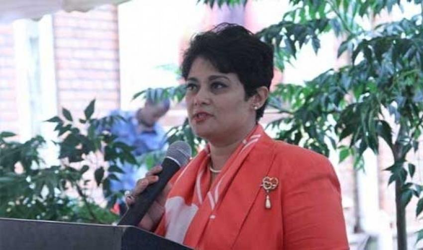 وصول السفيرة نميرة نجم للقاهرة لافتتاح مؤتمر أسبوع الاتحاد الإفريقى للقانون