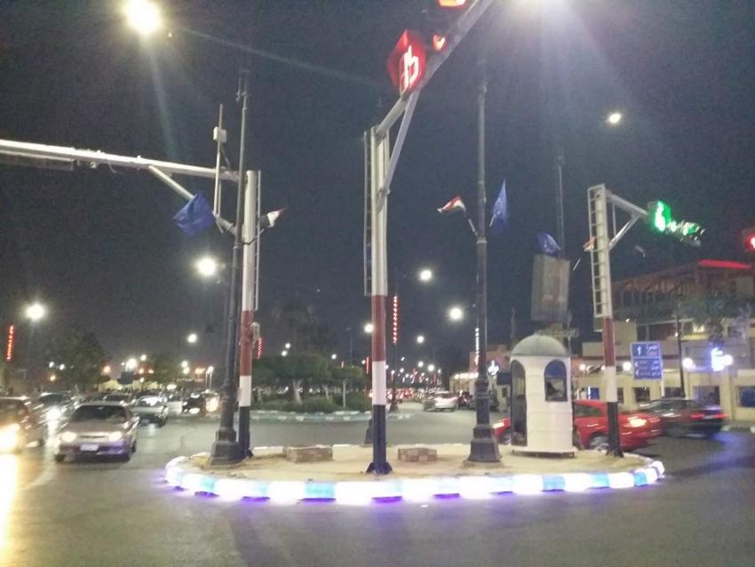 رفع أعلام مصر والسويس في ميدان مصطفى النحاس