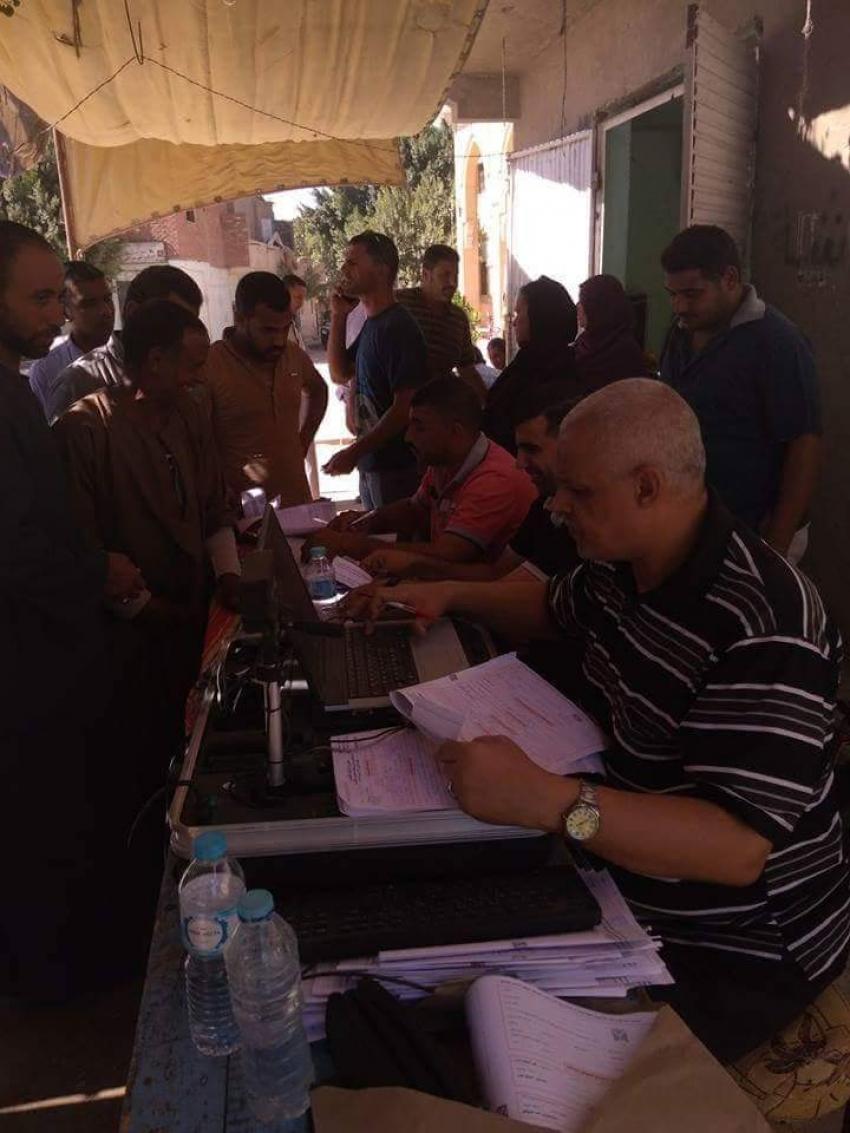 أمن السويس ينظم مبادرة لتجديد الرخص وبطاقات الرقم القومي بقرية جنيفة