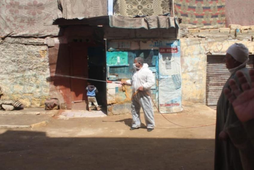 تعقيم مستشفى التأمين الصحي وحي فيصل والضرائب ومنطقة قرية عامر احترازيا لمواجهة فيروس كورونا