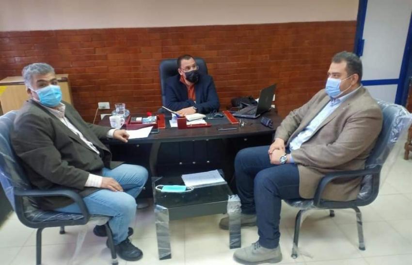 استبعاد مشرفتين ومجازاة ثلاثة من فريق التمريض وإنذار شركة النظافة خلال جولة مفاجئة لوكيل وزارة الصحة لمستشفى السويس العام .