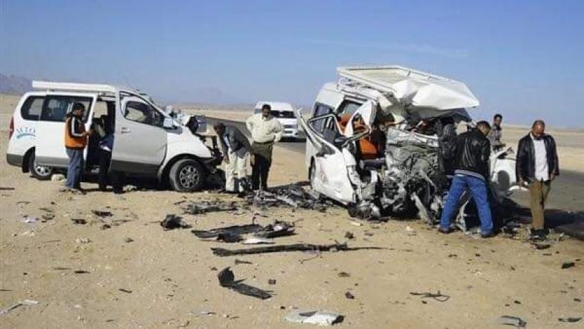 مصرع 3 وإصابة 7 آخرين بحادث تصادم ميكروباص وملاكى بطريق السويس الاسماعليه