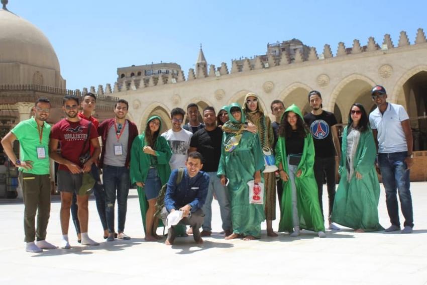 شباب المغرب في جولة بمجمع الأديان وشارع المعز