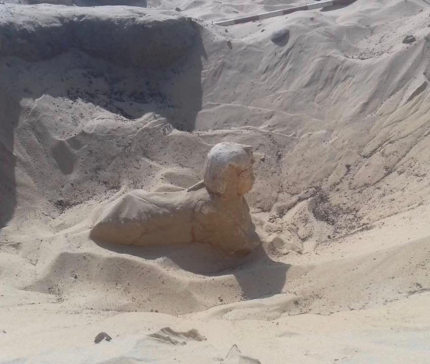 وزارة الأثار: العثور علي تمثال ملكي علي هيئة أبي الهول بتونا الجبل