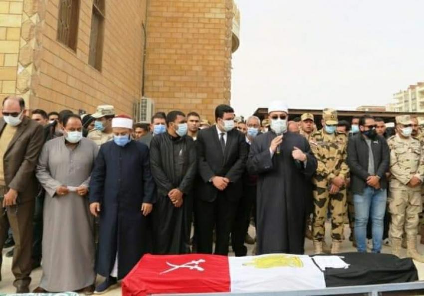 نائب محافظ السويس يؤدي صلاة الجنازة على الشهيد النقيب محمد عمرو