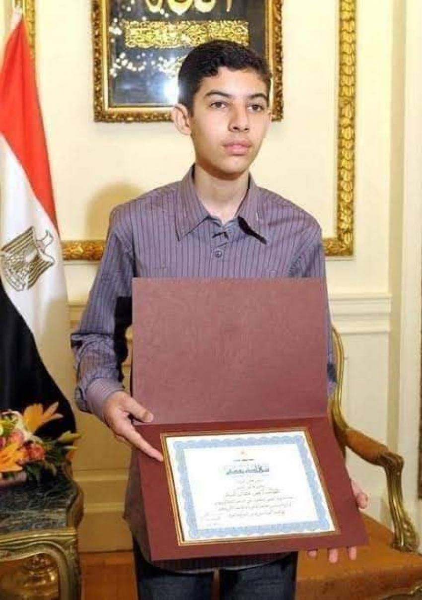 الدكتور عمر عثمان أصغر دكتور رياضيات في العالم شاب مصري