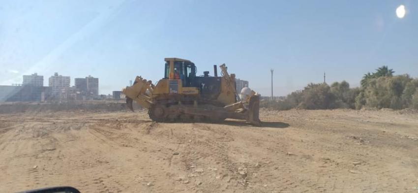 استمرار أعمال التمهيد و التسوية بمدينة دارك بحى فيصل بالسويس