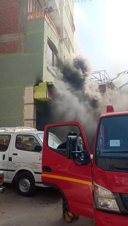 بالصور: حريق بمصنع بلاستيك بشارع صدقي بالسويس وإصابة شخصين