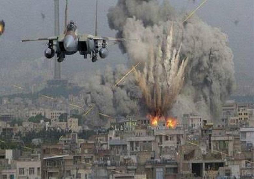 طائرات الإحتلال تشن غارات علي أهداف في قطاع غزه