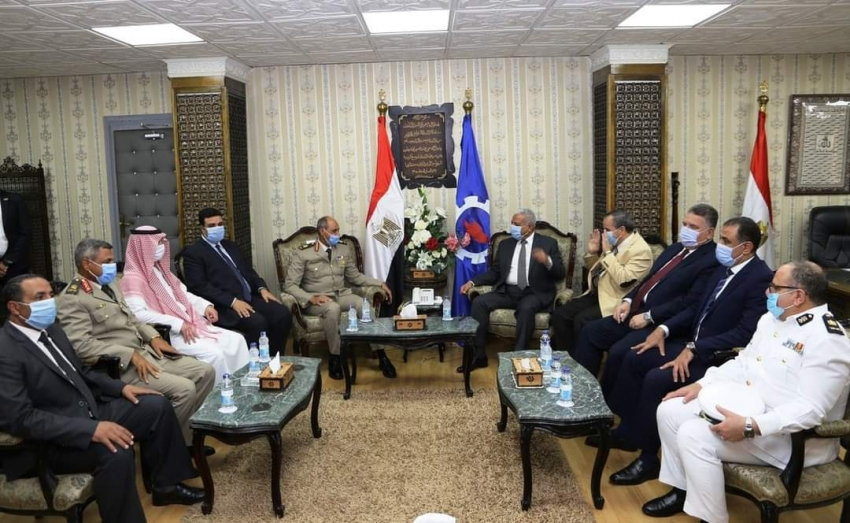 بالصور :قائد الجيش الثالث ومدير الامن ونائب قنصل السعودية ونواب الشيوخ يهنئون محافظ السويس بمناسبة العيد القومي للمحافظة