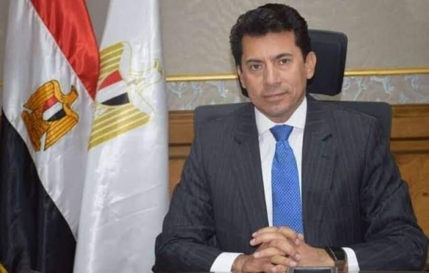 وزير الشباب والرياضة يتعرض لحادث على طريق مصر الاسكندرية الصحراوى.. وحالته مستقرة