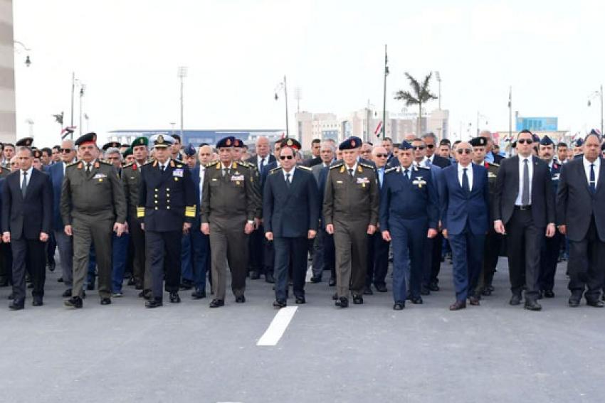 السيسي يتقدم الجنازة العسكرية للفريق أحمد نصر قائد القوات الجوية الأسبق ...تعرف عليه