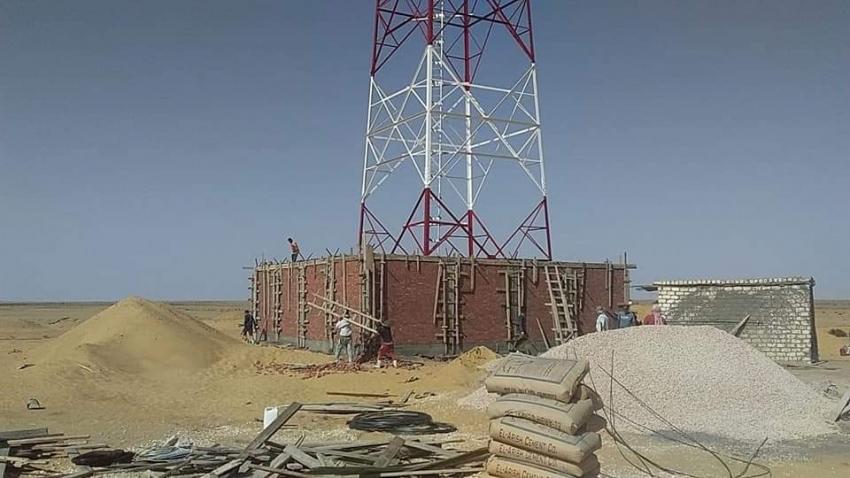 بدء تركيب أول برج إتصالات داخل اراضي مشروع ال 1.5مليون فدان بمنطقه المغرة