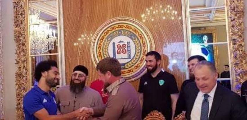 """""""حق المواطنة الشيشانية"""".. خامس تكريم لـ""""صلاح"""" بعيدا عن الكرة"""