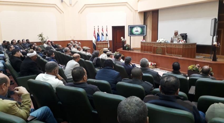 قائد الجيش الثالث يلتقى كبار رجال الأعمال والمستثمرين بمحافظة السويس لدعم اسكان الشباب