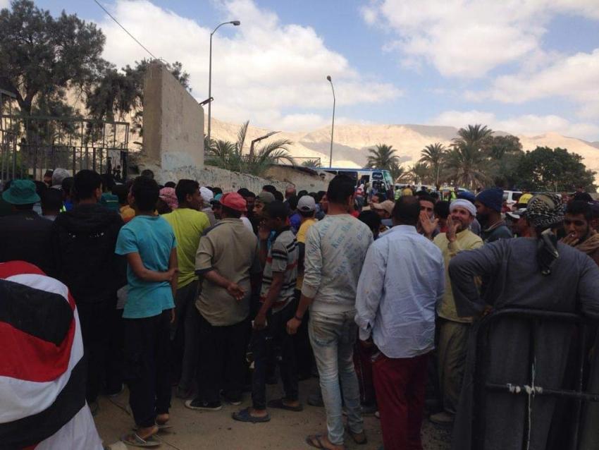 إقبال المواطنين علي لجان الاستفتاء بمحافظة السويس