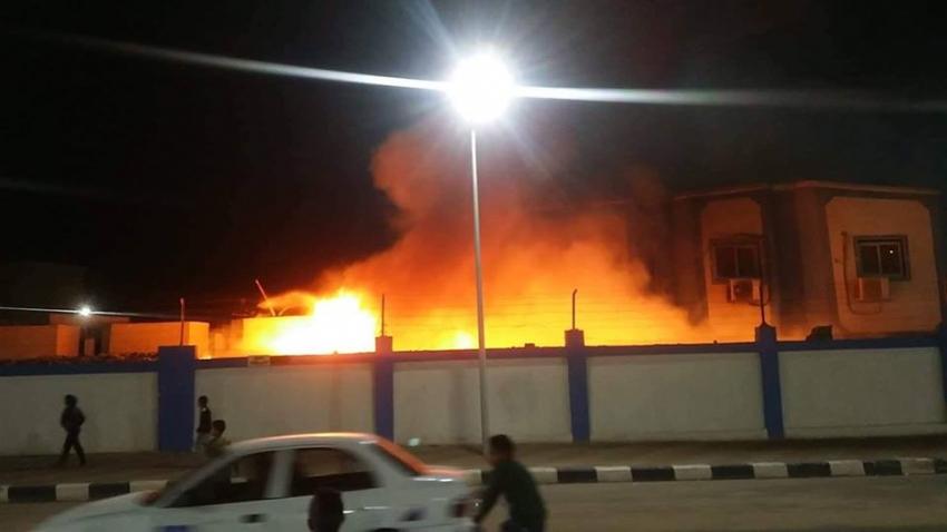 صورة اليوم: حريق بمصنع الملابس الجاهزة بحي الكويت بالسويس