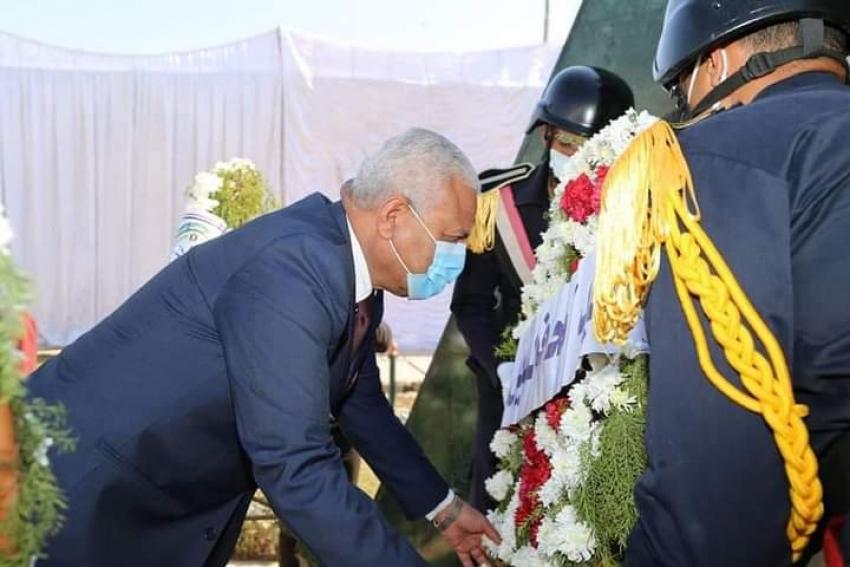 وضع أكاليل الزهور على قبر الجندى المجهول بمناسبة عيد الشرطة بالسويس