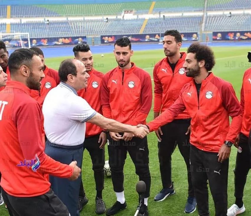 الرئيس السيسي يزور المنتخب الوطني لكرة القدم بإستاد الدفاع الجوي
