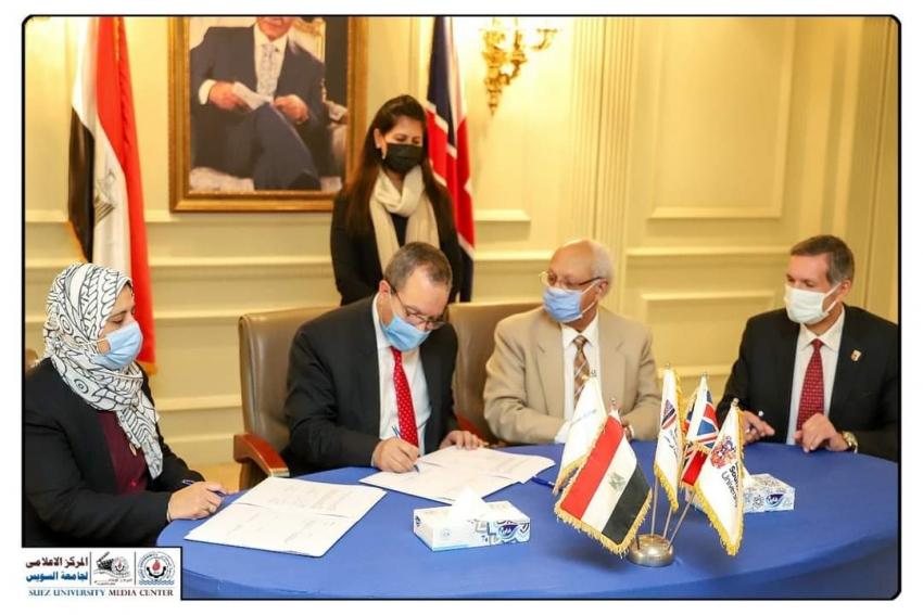 توقيع بروتوكول تعاون بين جامعة السويس والجامعة البريطانية بمصر .