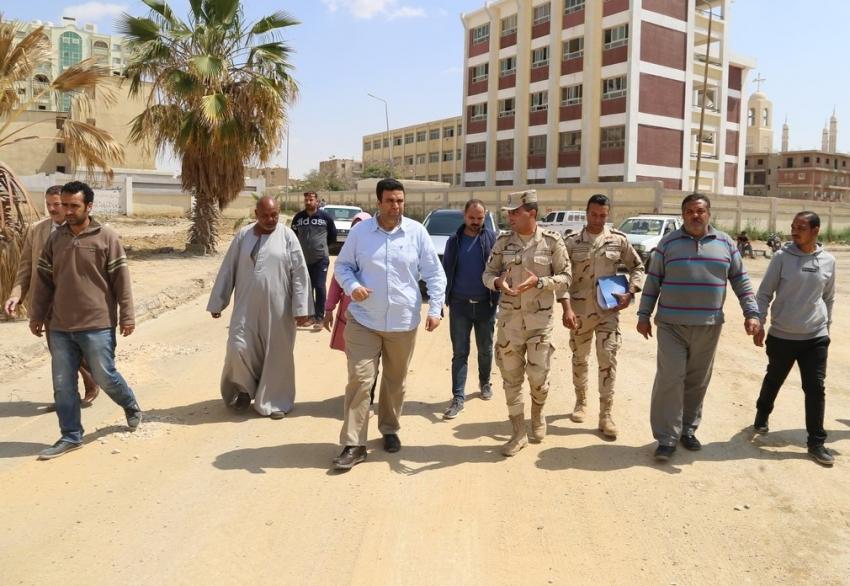 نائب المحافظ يتفقد اعمال التطوير والرصف بنطاق حي فيصل بالسويس